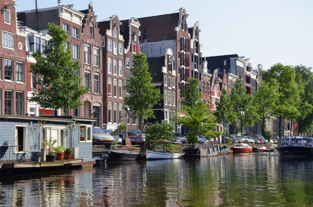 amsterdam-europe-hiking-walk-vacation-channels-1