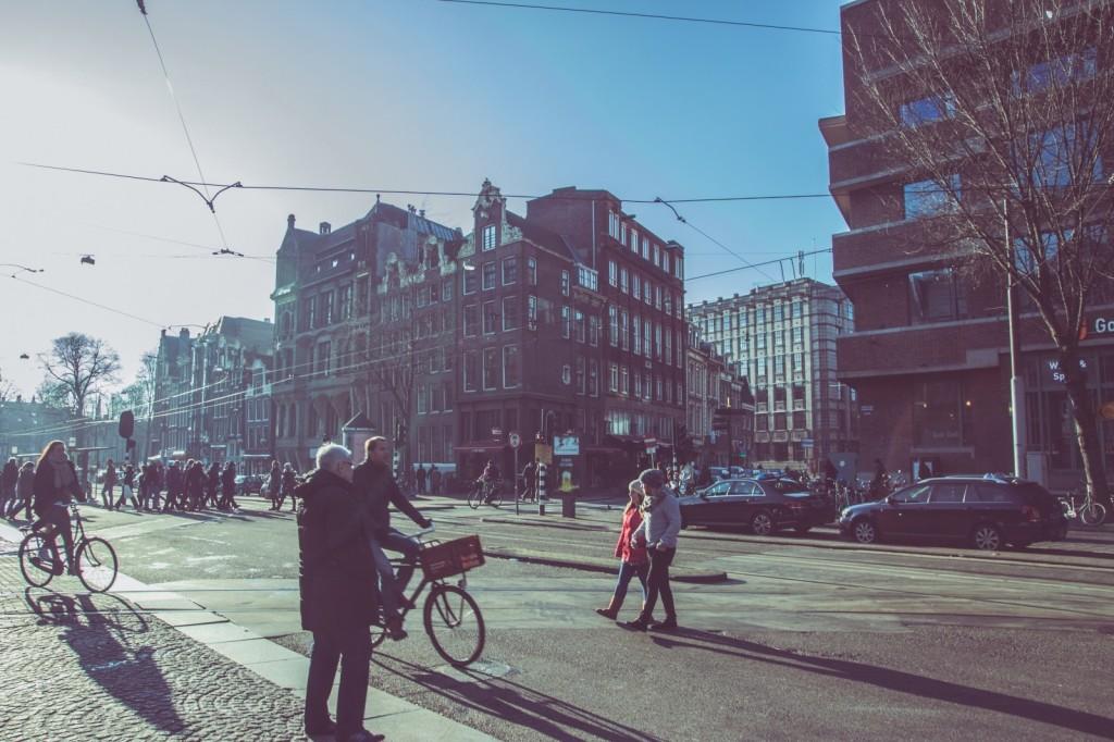 amsterdam-streets-roads-people-pedestrians-bikes